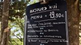 Geiten voeren op Le Bois Coudrais