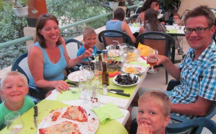 Heerlijk eten met de familie bij L'Avelanède