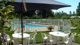 Terras met zwembad van Le Bois Coudrais