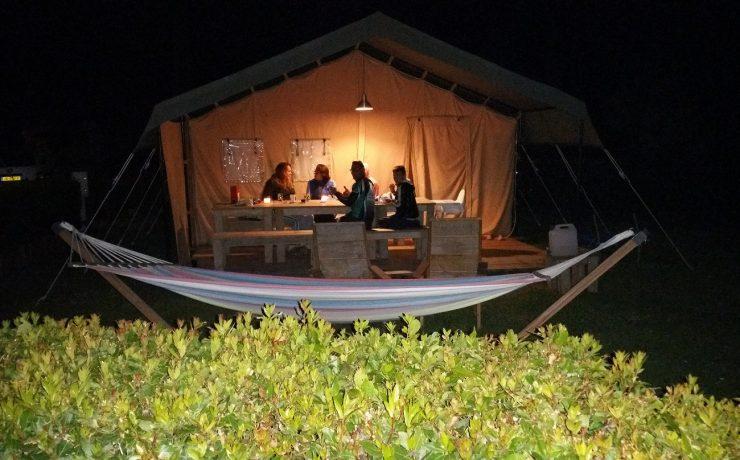 'S avonds gezellig met de familie op camping Nonna Stella