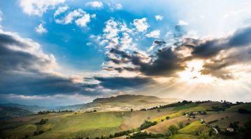 Prachtige zon doorbraak in Le Marche in Italië