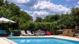 Relaxen aan het zwembad bij Mas du Midi