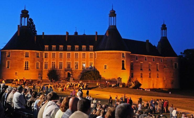 Historisch spectacel Chateau de saint-Farrgeau, Bourgondie