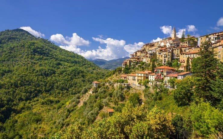Apricale, dorpje in de bergen, Camping Il Sogno, bloemenriviera Italie