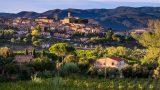 Het prachtige dorpje Montescudaio in de heuvels van de Tocane